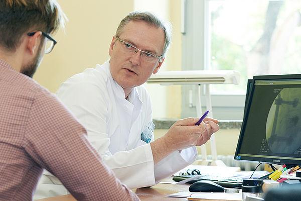 Sprechstunde mit Dr. med. Thomas Lein, Chefarzt der Klinik für Unfallchirurgie und Orthopädie